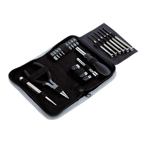 Set de herramientas Compact  de 24 piezas. 6 desarmadores, 2 pinzas, 4 dados de  diferentes medidas, 10 puntas de cruz  y estrella, mango y extension . El estuche con cierre. Medidas 18 x  4,3 x 10 cm
