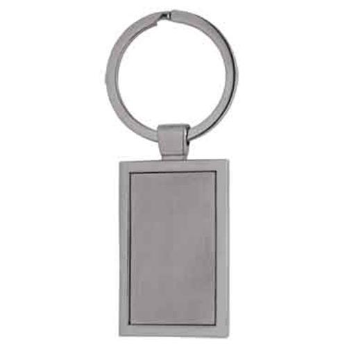 Llavero Milo, es metalico con forma rectangular. Medidas: 8 x 2.5 cm