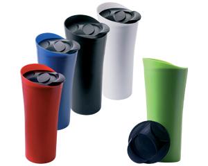 Vaso Voyager en material plastico acabado mate con interior reforzado, sello a presion con tapa deslizable para beber. Medidas 20.5 x 9.5cm diametro
