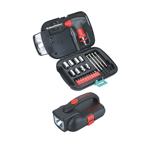 Juego de herramientas Navigator. incluye lampara, base para desatornillador con seguro, adaptador, 8 llaves, 10 puntas, 4 destornilladores de precision. Utiliza 4 baterias AA (No incluidas).