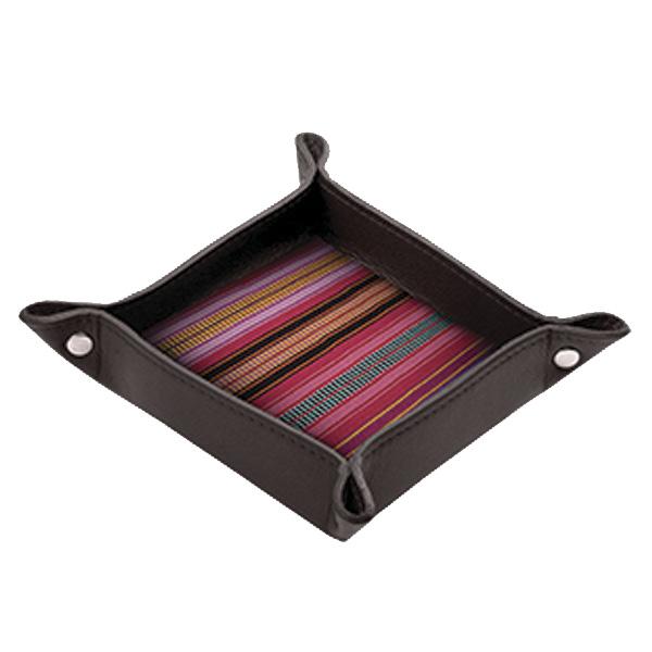 TIRABOLSILLOS 12X12 PIEL KOON TELAR CF Tirabolsillo de 12cm x 12cm, remache metalico, hecho con piel 100% natural. Artesan�a tzotzil, cada hilo es tejido a mano por artesanas de Pantelh�.
