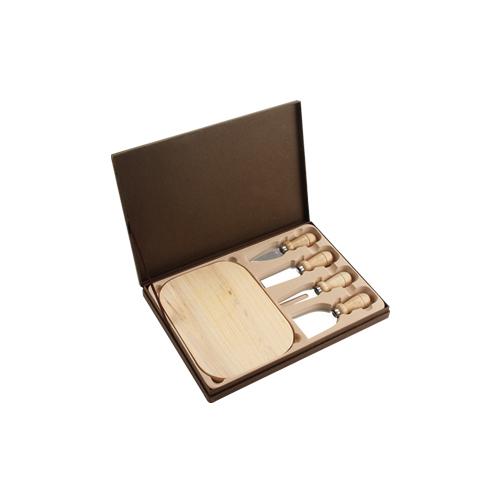 Set  Asturias, incluye 4 accesorios de cocina, tabla de madera y estuche. Medida: 31 x 21.5 cm